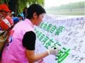 为庆贺大运河申遗成功,6月29日,江苏油田志愿者们早早来到扬州古运河畔