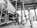武汉石化在油品装车装船时采用油气回收装置回收油气